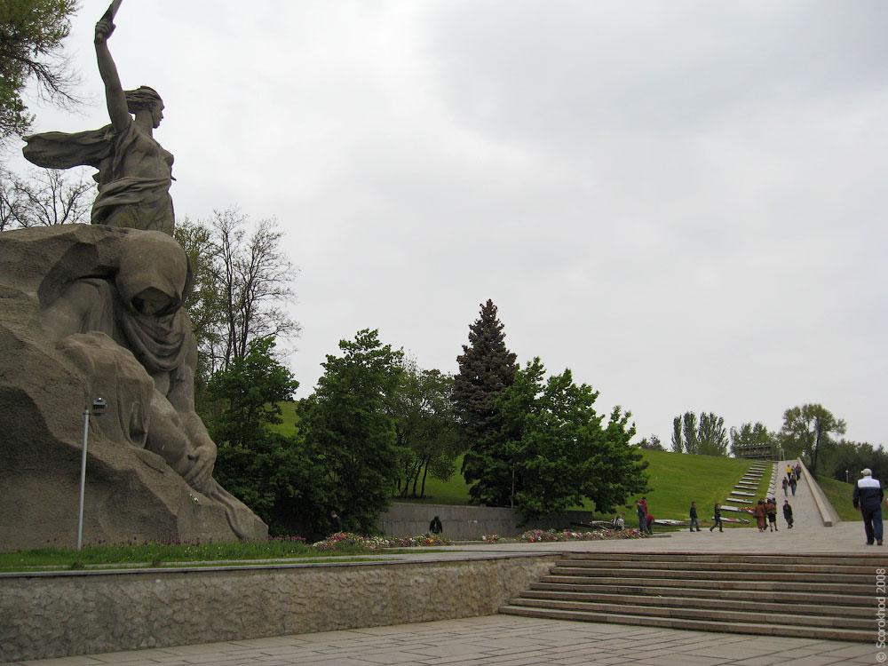 Памятник скорбящей матери на Мамаевом кургане
