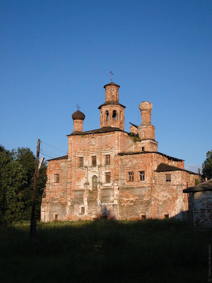 Церковь Воскресения Христова в Трубино