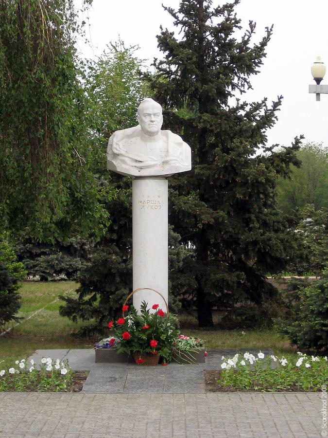 Памятник Жукову в Волгограде