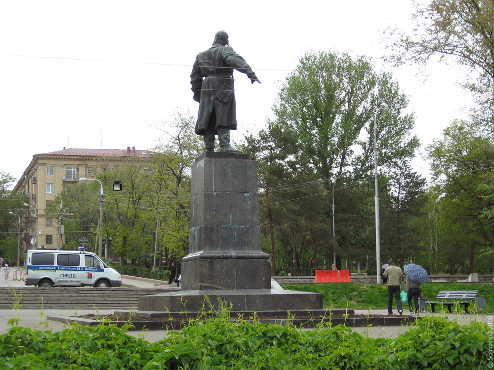 Памятник Виктору Хользунову в Волгограде