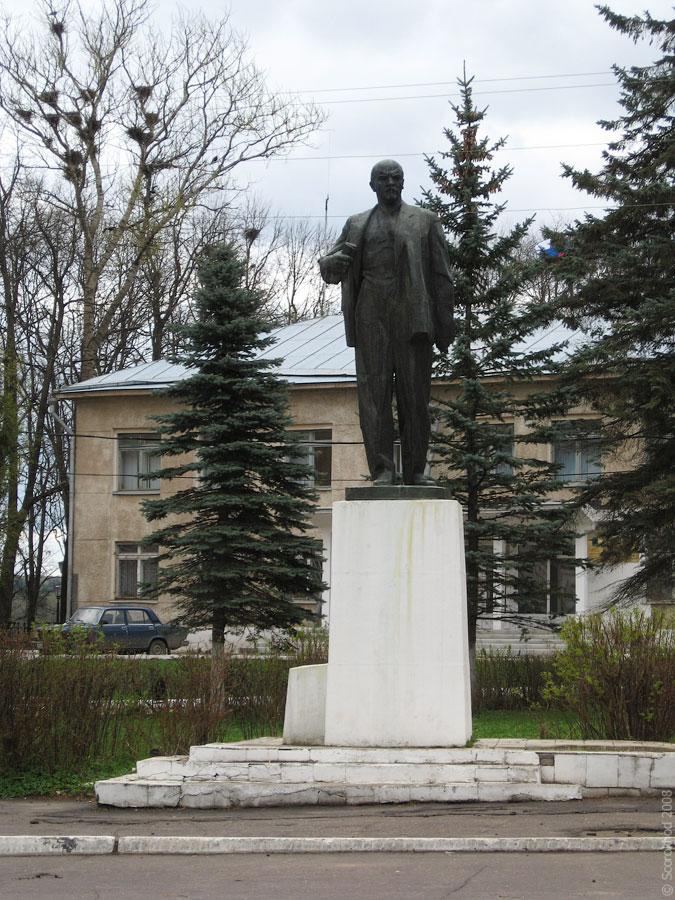 Памятник Ленину в Тарусе