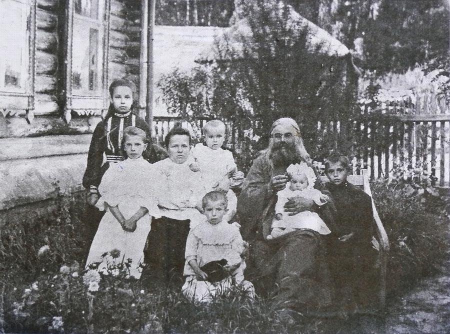 Семья последнего настоятеля церкви Вознесения Господня в селе Вознесенье Тарусского района